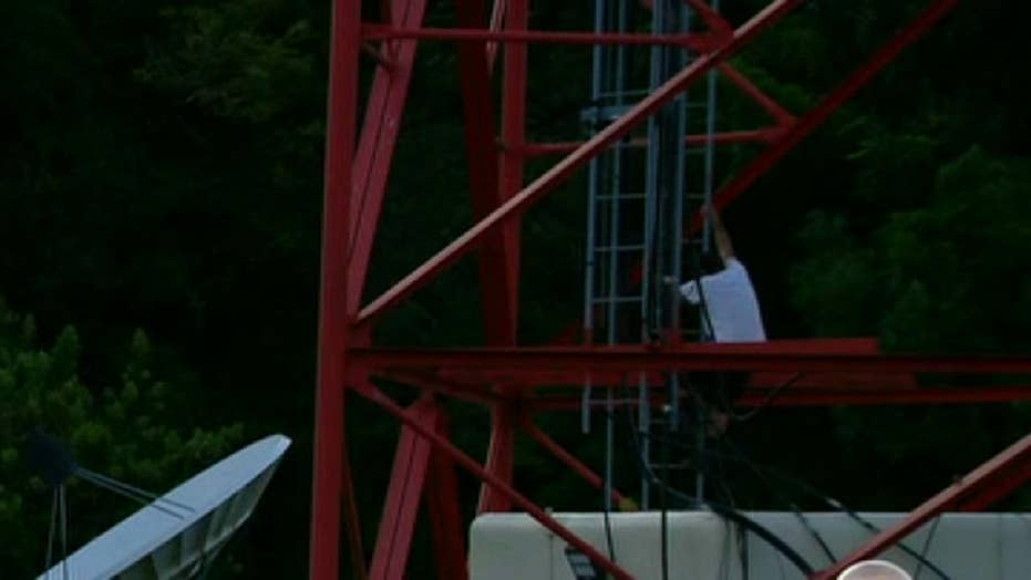Florida man talked down and arrested after climbing microwave tower