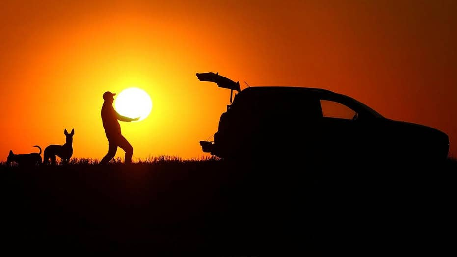 SEE IT: Amazing photos depict man loading the sun into his SUV