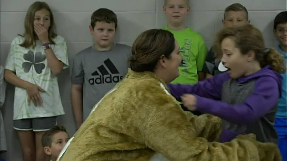 Military mom reunites with her daughter with a surprise at school
