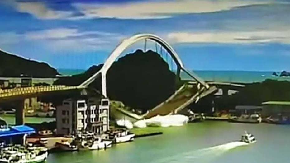 Towering bridge collapses in Taiwan