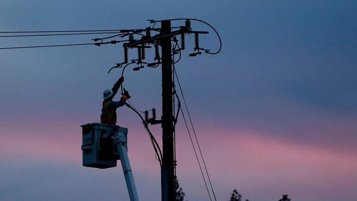 Hundreds of thousands of California residents to lose power in bid to prevent wildfires