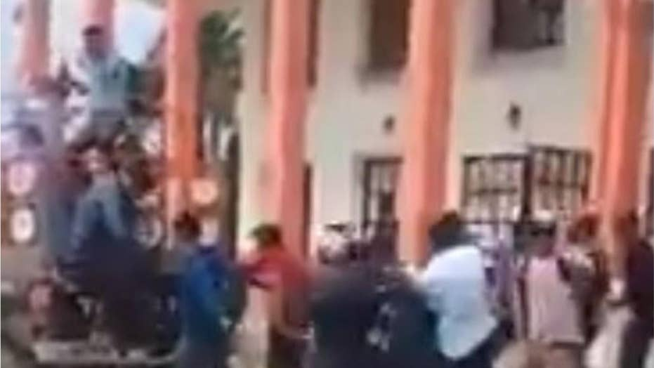Angry mob attacks Mexico mayor over unfulfilled campaign promises