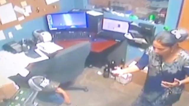 Colorado woman has child help in robbing liquor store