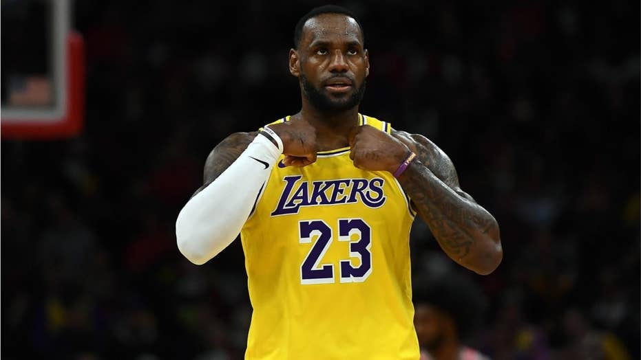 Lakers' LeBron James disses heckler during game in Chicago