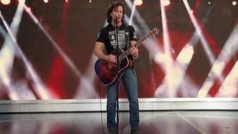 Navy veteran performs song on 'Fox & Friends'