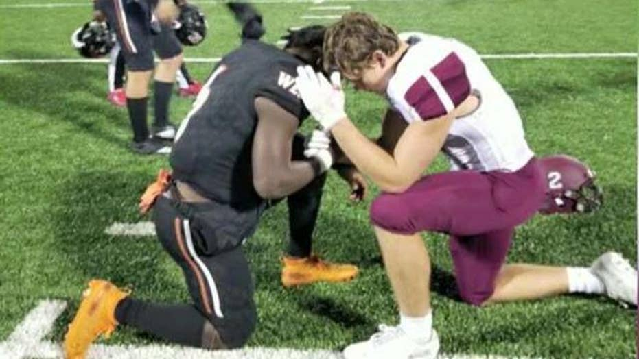 High school football rivals pray together for mother battling cancer