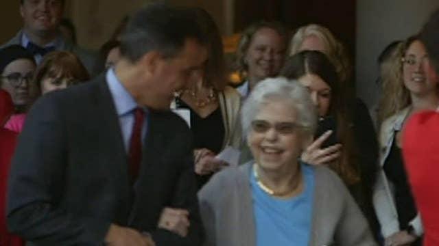 Pennsylvania hospital staff serenades Mrs. Rogers on World Kindness Day