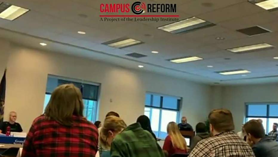 Grand Valley State University ends Pledge of Allegiance at student government meetings