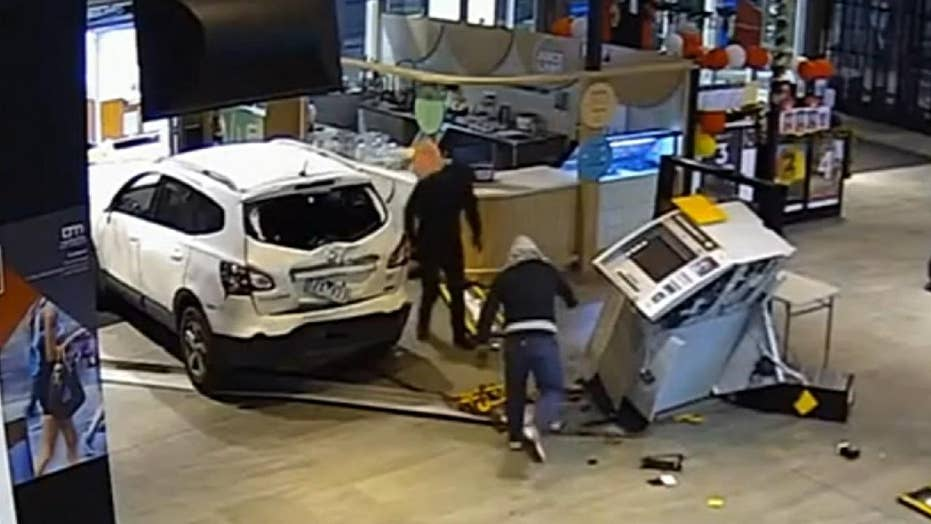 Smash-and-grab suspects' failed ATM theft caught on camera