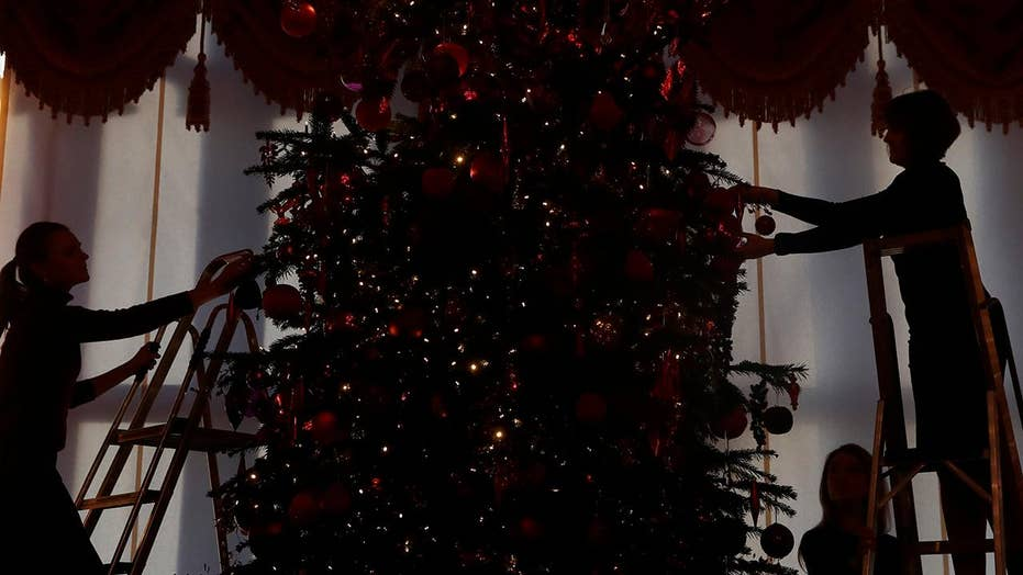 Could putting up Christmas decorations help you beat the holiday blues?