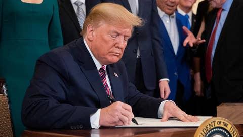 President Trump signs executive order targeting anti-Semitism