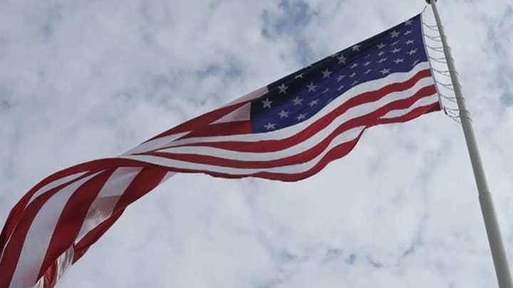 '여우 & Friends' honors the Pledge of Allegiance