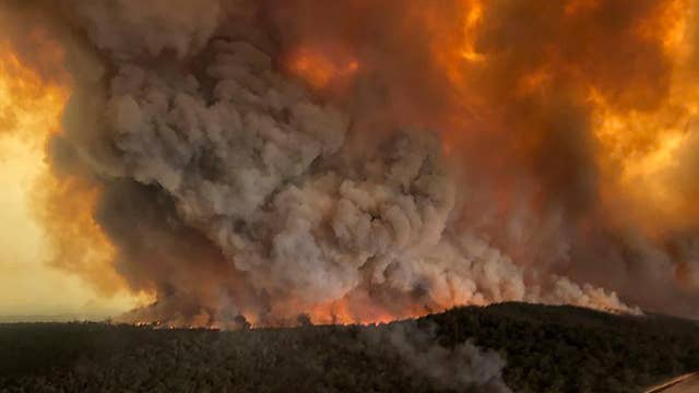 Wildfires force thousands of Australians to evacuate their homes