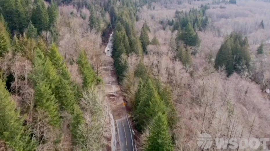 Convoy helps evacuated residents return home near Mt. Rainier after landslides blocked main roads