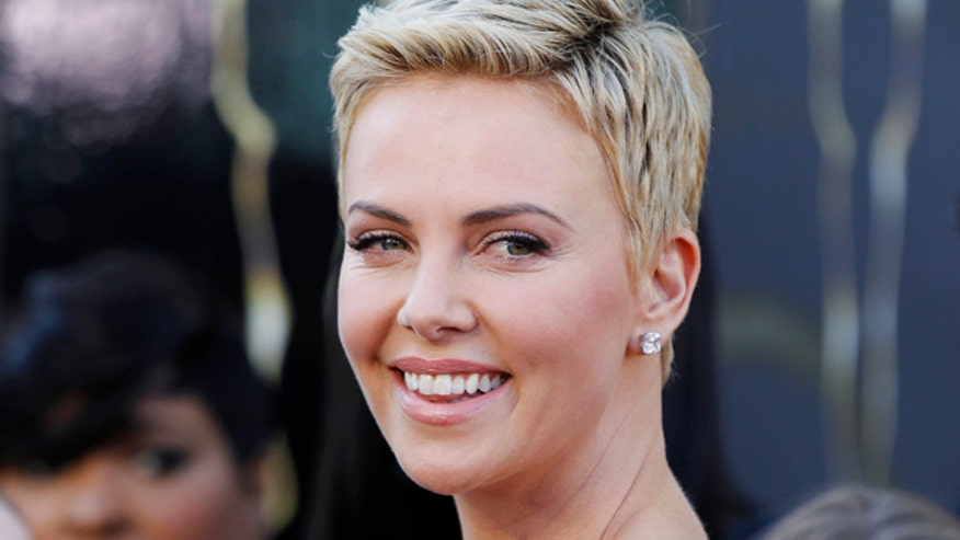 The normally coverd-up Charlize Theron showed off her bikini bod.