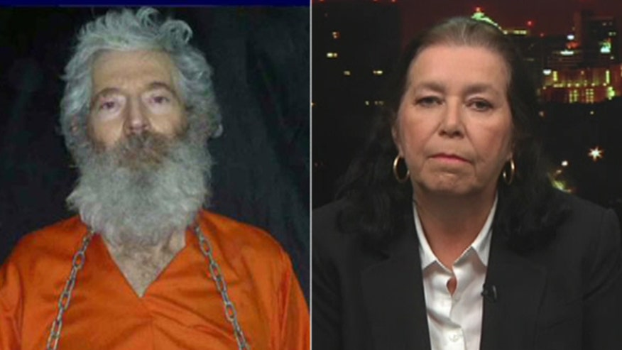 Washington officials now suspect Iranian government is behind 2-year-old images of Robert Levinson and his family wants help
