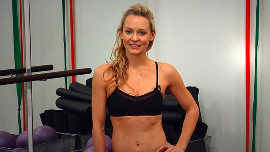Celebrity fitness instructor Simone De La Rue shows us three moves to burn fat fast.