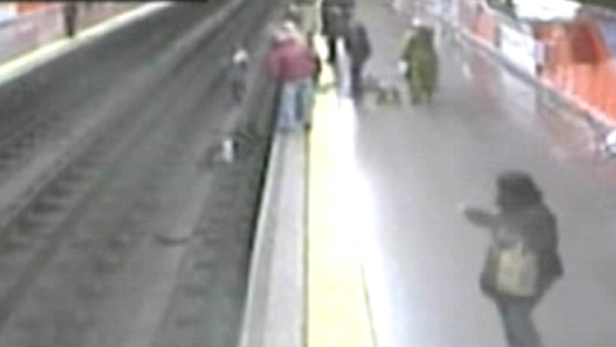 Off-duty cop rescues woman who fainted and fell head first from Madrid train platform