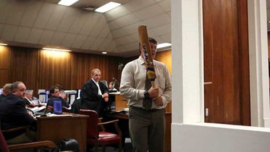 Analyst: Pistorius was not wearing prostheses when he tried to break down bathroom door