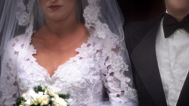 Five ways couples can avoid wedding day scams