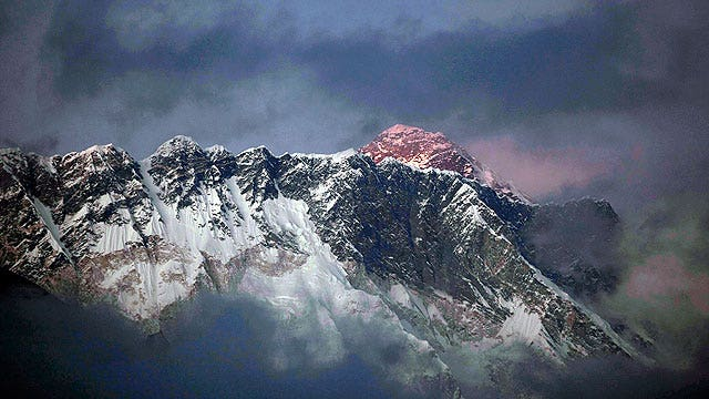 Avalanche kills at least 12 people on Mount Everest