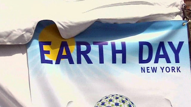 Ainsley Earhardt celebrates Earth Day in Union Square
