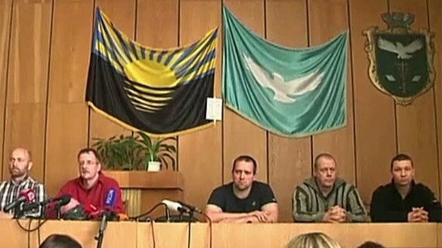 Ukraine: Captured military observers seen for first time