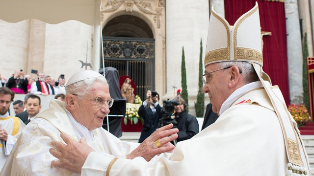 Two popes canonized in historic mass