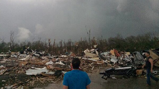 Arkansas town flattened by twisters