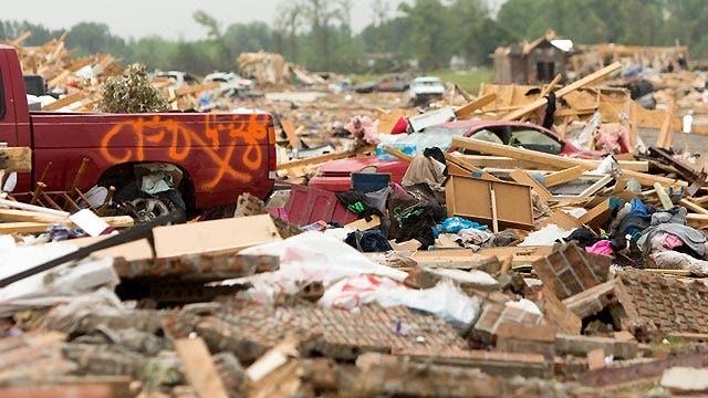 Storm chaser helps victims of Arkansas tornado