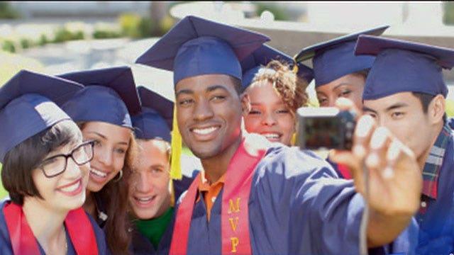 School bans selfies at graduation