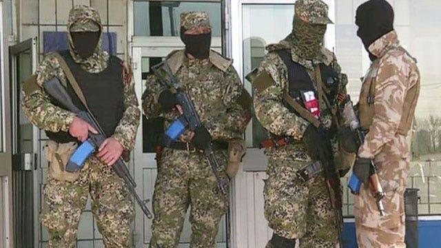 Pro-Russian militants tighten grip in eastern Ukraine