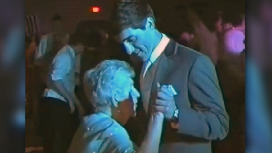 Raw video: 19-year-old Ohio high school student shares dance with his special date