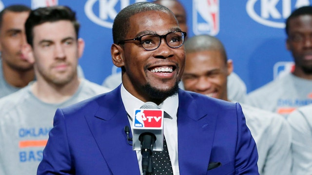 Kevin Durant calls his mom MVP at ceremony