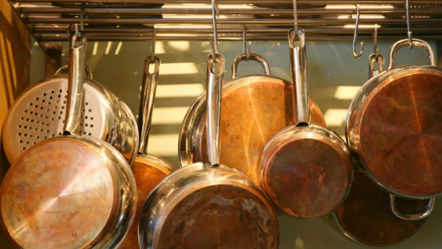 Your kitchenware could be leaching dangerous toxins into your food. Nutritionist Keri Glassman shows us what cookware is really safe and healthy for you and your family