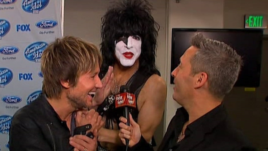 "After the ""American Idol"" finale, Keith Urban and Paul Stanley get chummy backstage."