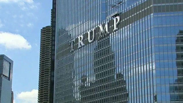 Controversy as Donald Trump adds name to Chicago skyline