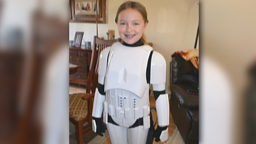 Carrie Goldman and her daughter Katie share story of passing along Stormtrooper 'armor' to another Star Wars-loving girl
