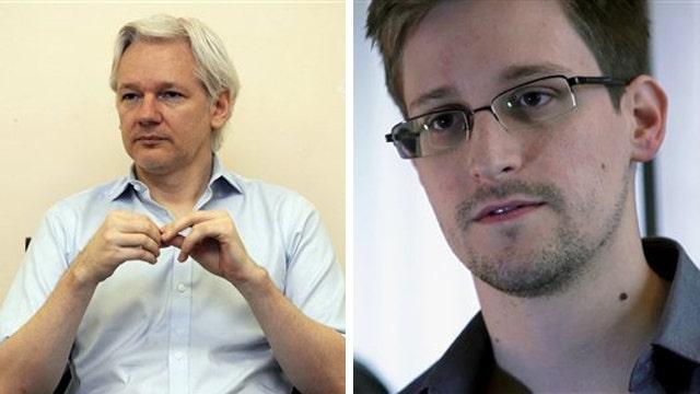 Is Wikileaks creator Julian Assange helping Edward Snowden?