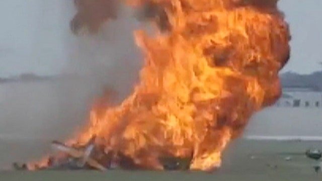 GRAPHIC VIDEO: Dayton, Ohio air show performer accident