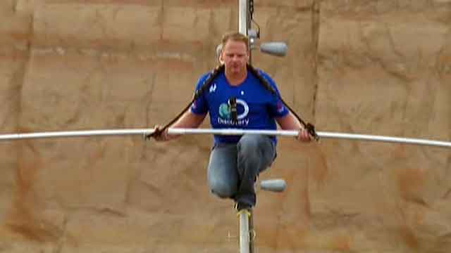 Nik Wallenda completes tightrope near Grand Canyon