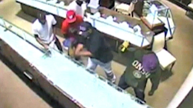 Men steal almost $1 million worth of jewelry in 15 seconds