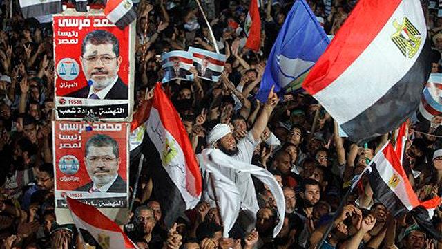 Do Egyptians have the power to overthrow Morsi?