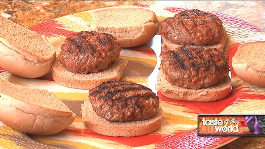 "Celebrate the Fourth of July with this delicious recipe ""Boliche Burgers,"" perfect to share with family and friends."