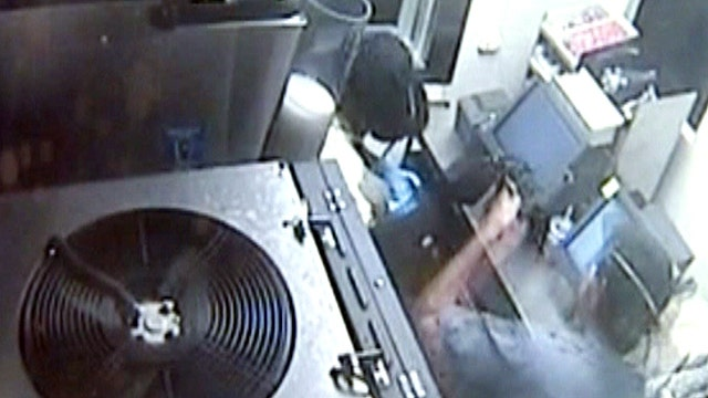 Two crooks break into, rob Fla. Taco Bell