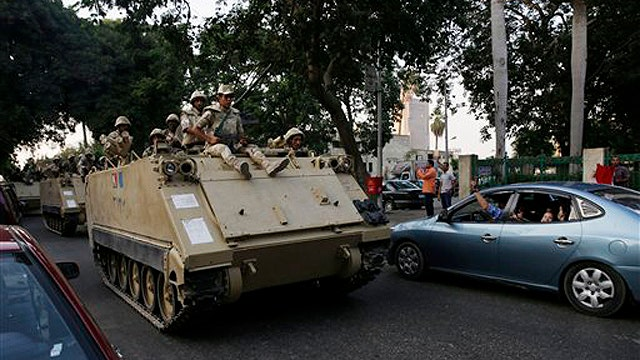 Violence in the streets of Cairo amid power struggle