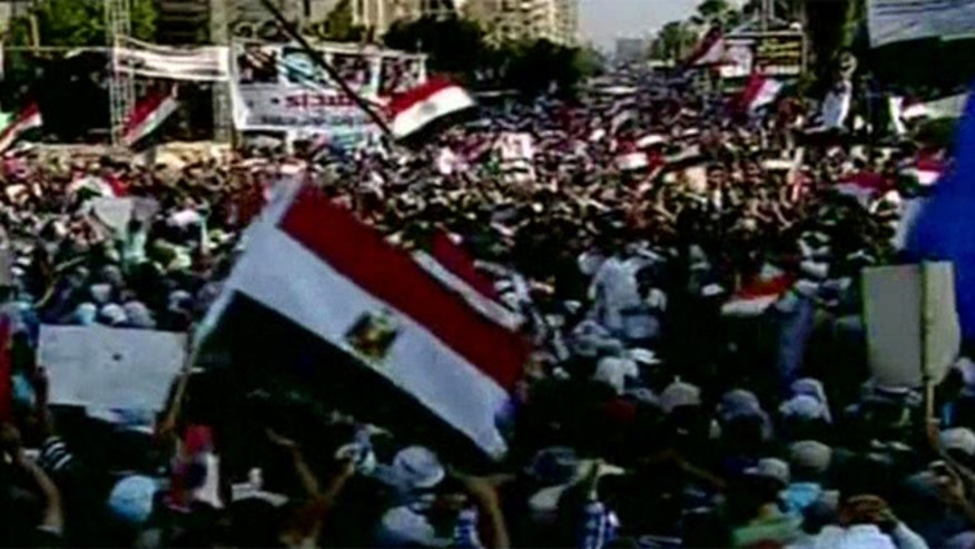 Army cracks down on riots supporting Morsi