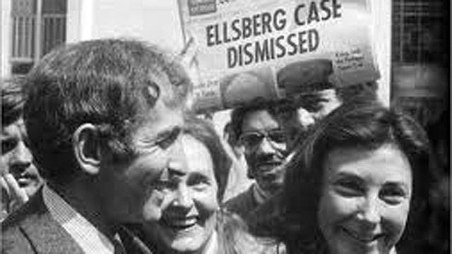 Daniel Ellsberg: Snowden Right to Leave U.S.