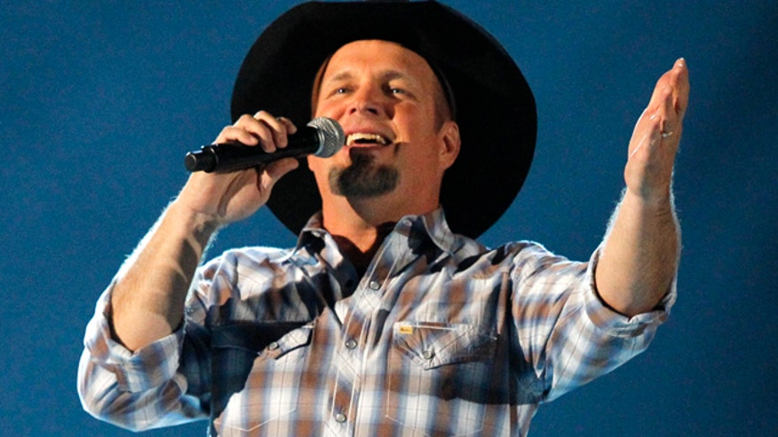 5 Garth Brooks come-back concerts are canceled in Ireland;  Miranda Lambert and Dolly Parton saving dogs; Colt Ford stops by to talk about his new album and new comic book; Colt performs our featured song.