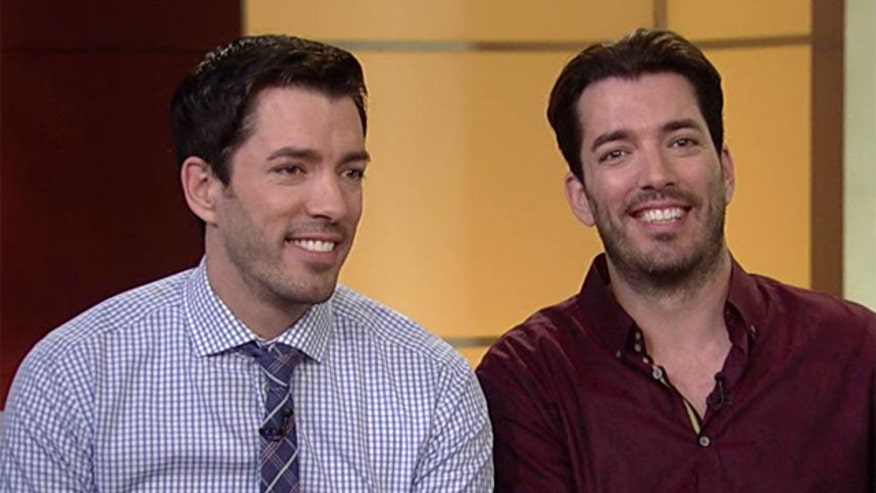 HGTV stars Drew and Jonathan Scott crash the curvy couch
